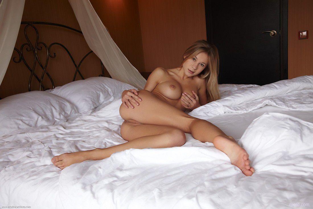 снимки голые в кроватке чего