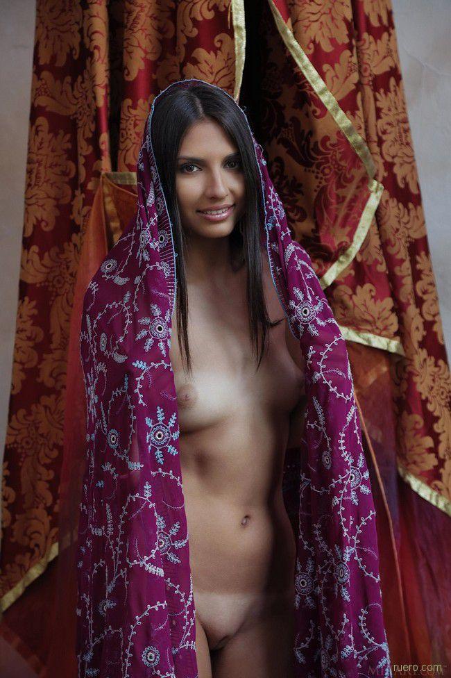 naturali-foto-devushek-arabskih-golie