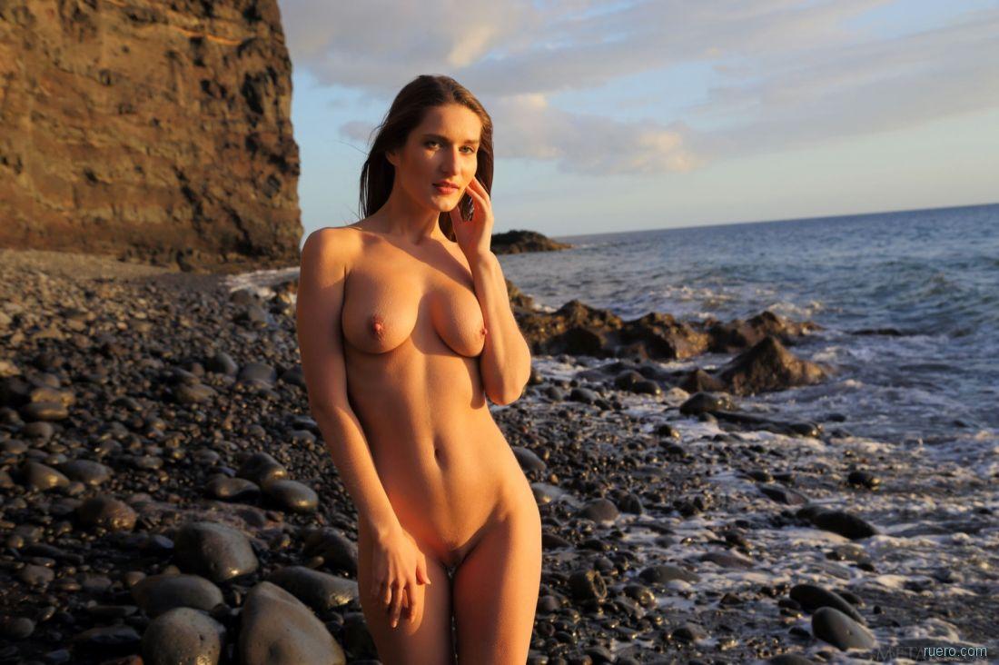 девчонки на диком пляже сиськи того