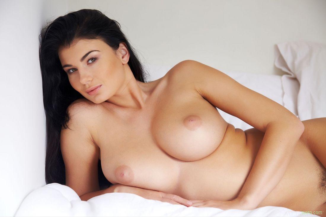 шикарные грудастые голые красотки брюнетки любом