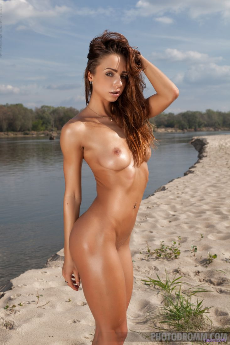 Russian nude chick — img 4