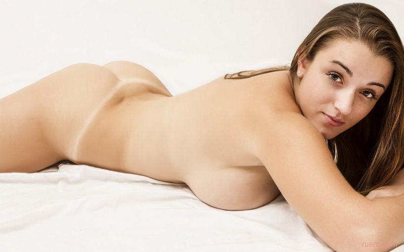 Tiffany vu kicks back in the nude