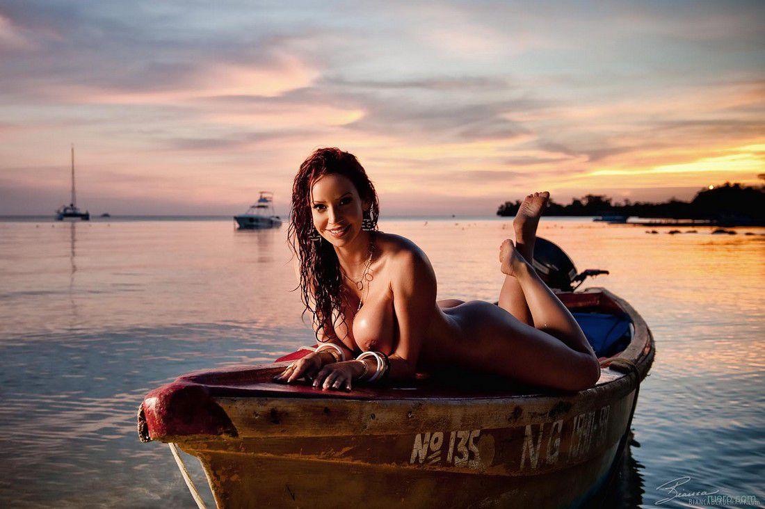 эротические приключения про девушку на лодке