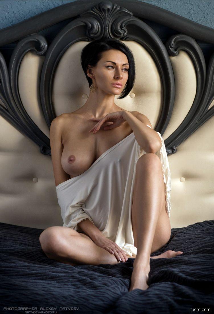 yuliya-borisko-ero-foto-zhenshini-s-ogromnoy-pizdoy-i-vlagalishem-video