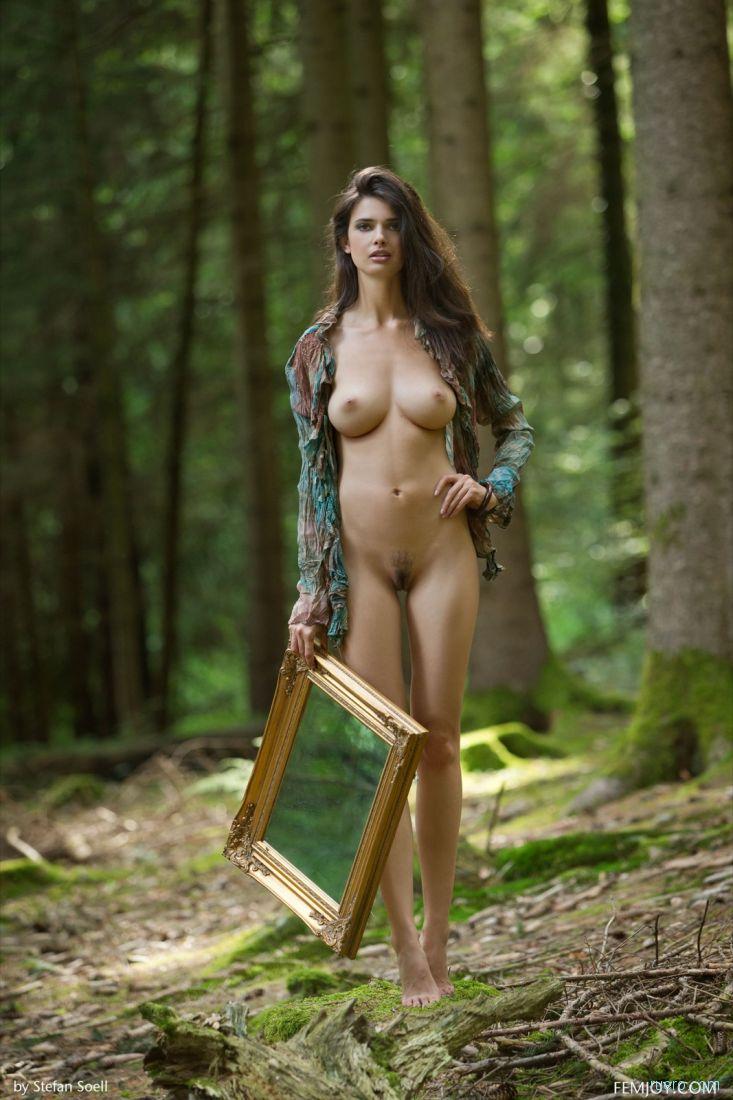 Шалавки метро грудастую в лесу частного
