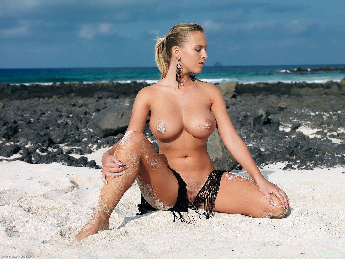 фото женщин на море голых вам