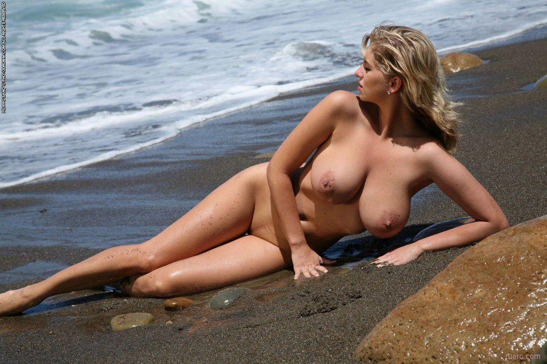 pussys-screensavers-glamis-dunes-topless-girls-woman-dark-skin