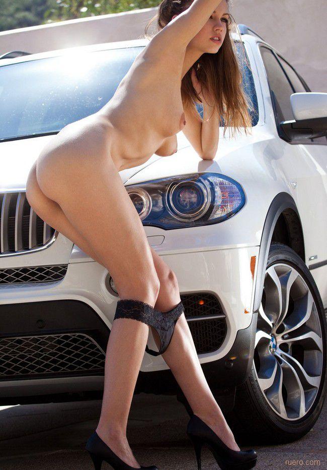 мне девушка без трусов возле автомобиля статье для желающих